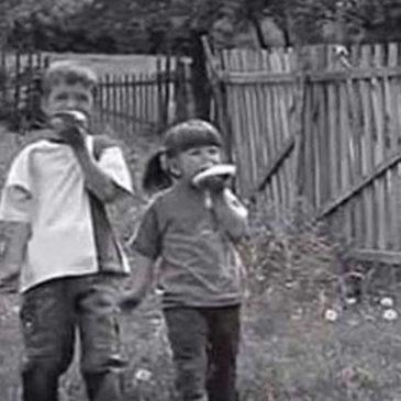 Mama, namaži mi krišku: Sećate li se detinjstva kad smo imali tako malo, a bili tako srecni